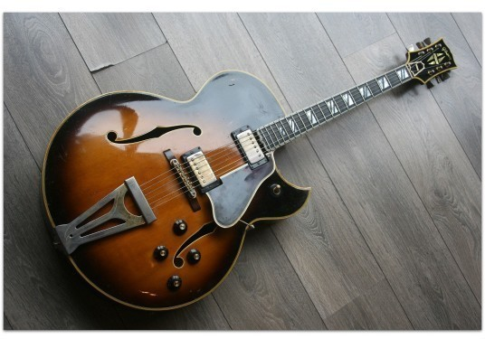 GIBSON Original 1968 Super 400 CES Sunburst with Florentine Cutaway 895522 and her original hardcase