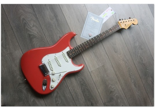 FENDER Postmodern Stratocaster Rosewood Fingerboard - Journeyman Relic Faded Aged Fiesta Red