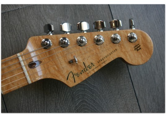 FENDER Custom Classic Stratocaster Sunburst CN97584