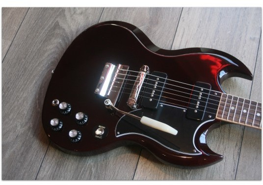 "GIBSON ""SG Special Vibrola Aged Cherry"""