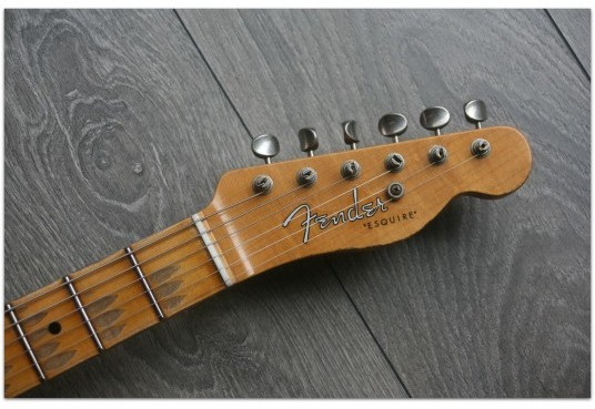 """FENDER """"Limited Roasted Pine Double Esquire,Relic, Maple Aged Black"""""""