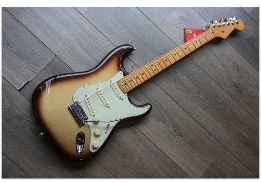 "FENDER ""American Ultra Stratocaster, Maple, Mocha Burst"""
