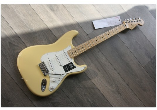 "FENDER ""Player Stratocaster Maple Neck, Buttercream"""
