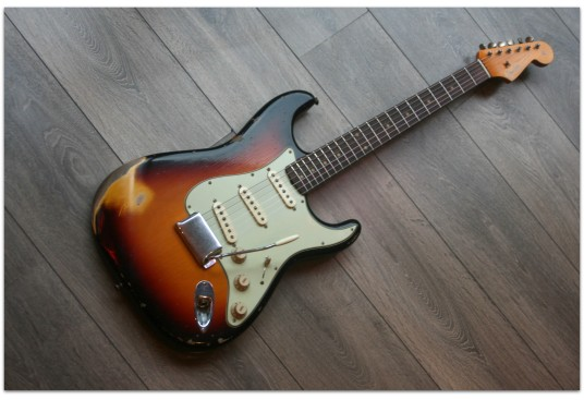 "FENDER ""Custom Shop ´59 Stratocaster Heavy Relic Aged Three Tone Sunburst"""