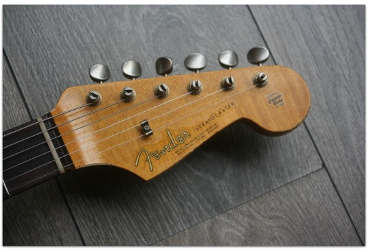 "FENDER ""Custom Shop 1963 Stratocaster Relic Fiesta Red"""