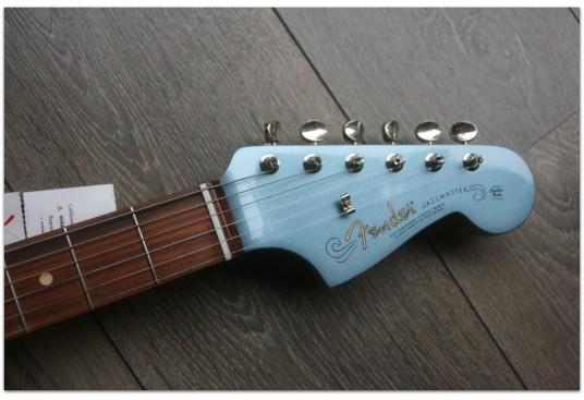 "FENDER ""Jazzmaster Vintera® '60s Jazzmaster®Ice Blue Metallic, Matched Head"" GIG BAG"