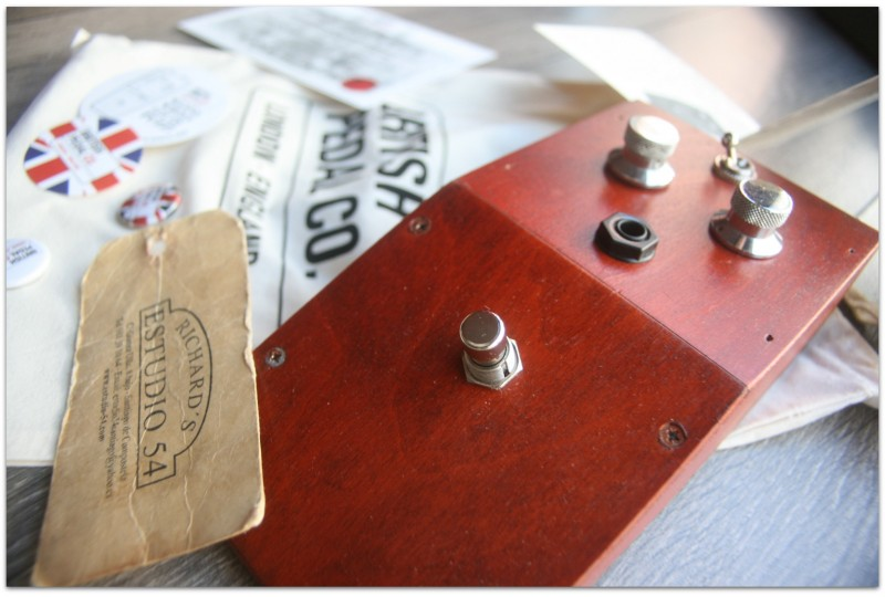 "BRITISH PEDAL CO.""Wooden Case Prototype MKI Tone Bender"""