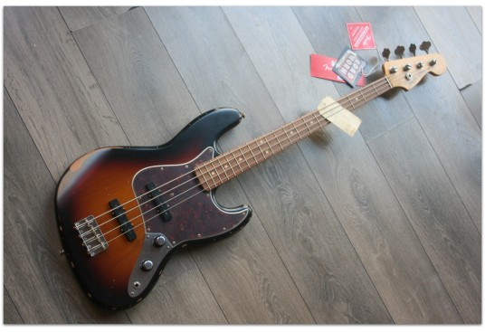 "FENDER ""Jazz Bass 60th Anniversary Road Worn, Three Color Sunburst"""