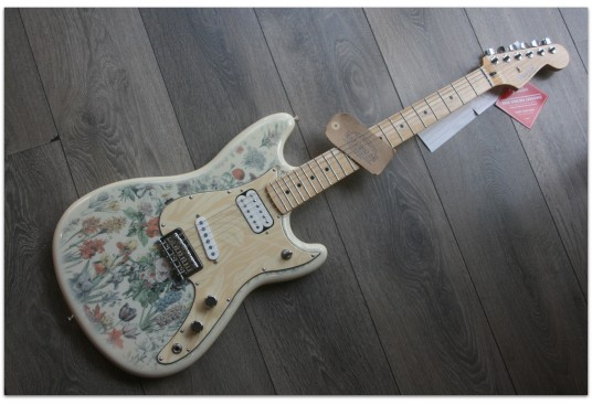 "FENDER ""Shawn Mendes Foundation Musicmaster"""