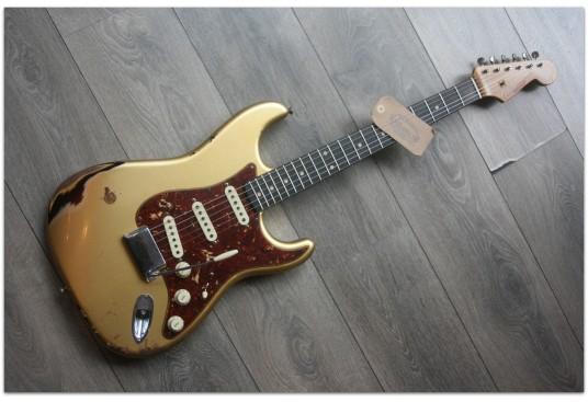 "FENDER ""Custom Shop Limited Roasted Poblano Stratocaster Heavy Relic Azteca Gold Over Three Tone Sunburst"" LIMITED EDITION"