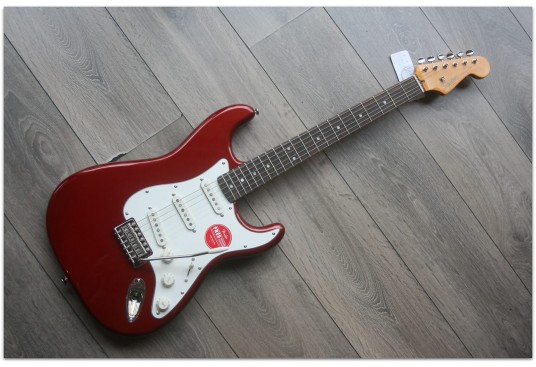 "SQUIER ""Classic Vibe '60s Stratocaster, Indian Laurel, Candy Apple Red"""