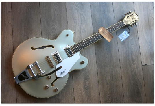 "GRETSCH ""G5622T Electromatic Center Block Double-Cut with Bigsby, Laurel Fingerboard, Aspen Green"""