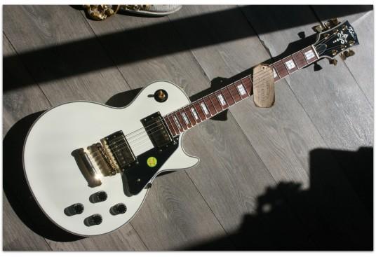 "TOKAI ""UALC62 Custom Ivory"""