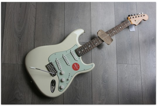 """SQUIER """"Classic Vibe 60s Stratocaster Olympic White"""" LIMITED"""