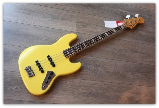 Custom Shop Jazz Bass ´64 Relic en Graffiti Yellow